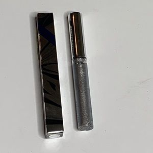MAC statuesque silver eyeliner